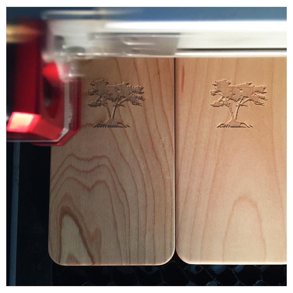 Coque iPhone bois personnalisée